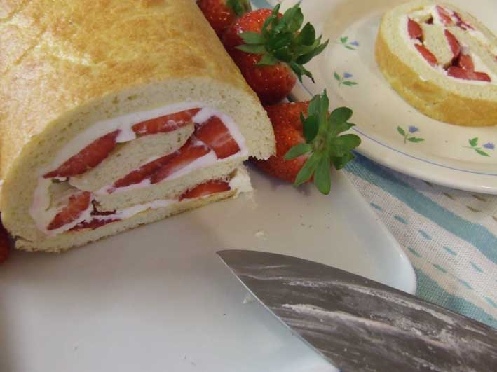 Recipe for summer Strawberry Roulade Sponge with Cream - Gluten, Starch and Sugar FREE - sweetened with Stevia - cut open