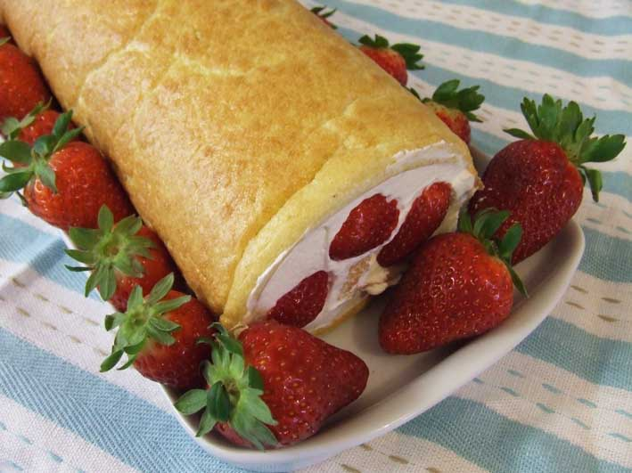 Recipe for summer Strawberry Roulade Sponge with Cream - Gluten, Starch and Sugar FREE - sweetened with Stevia