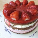 Strawberry frozen cream layer cake – sugar free