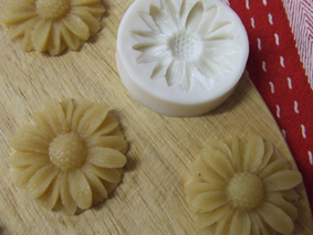 Sugar free Marzipan - with Stevia - moulded flowers