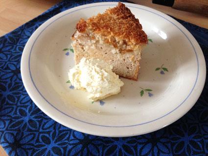Pear_Crumble_Cake_sugar_free_gluten_free_with_cream